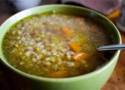 Готовый суп с гречкой приготовленный на курином бульоне