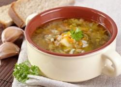 Готовый суп рассольник с рисом