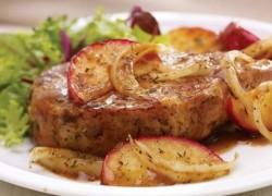 Вкусно приготовленная телятина с яблоками