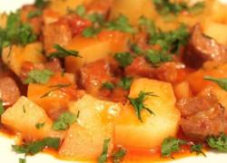 Блюдо тушеная картошка в мультиварке